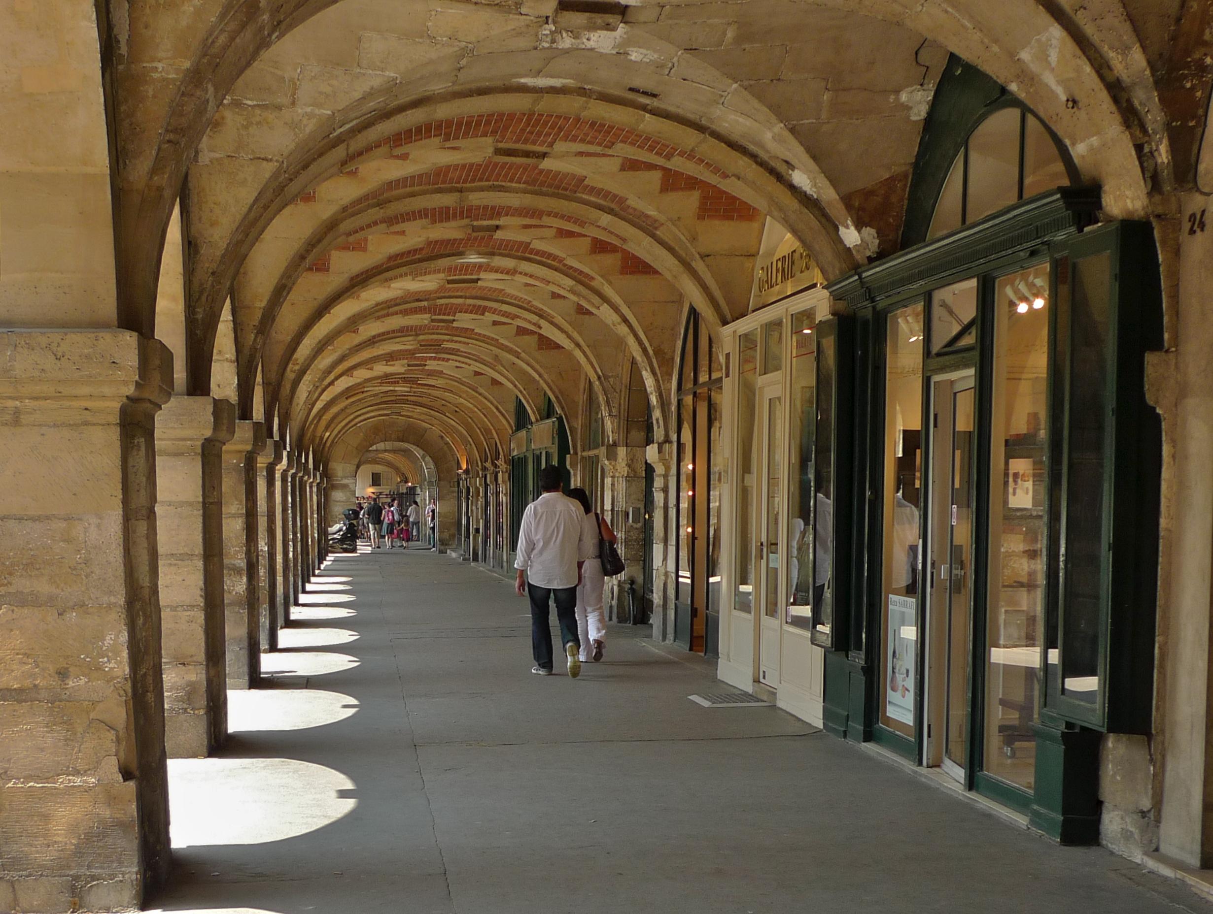Magasins Arcades Hotel De Ville A St Etienne