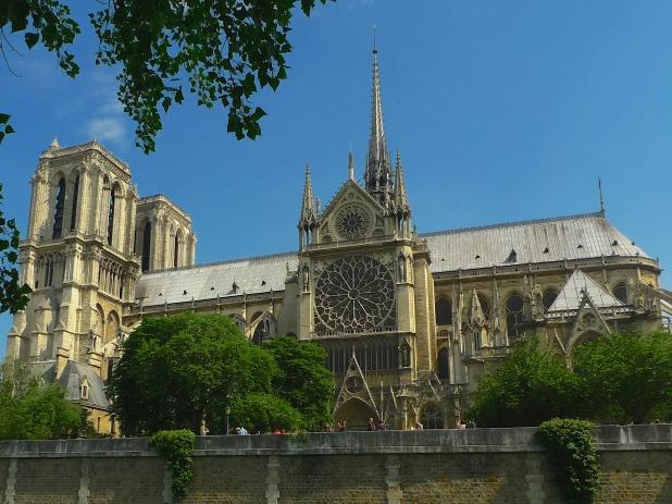 Notre Dame - Quai de Montebello