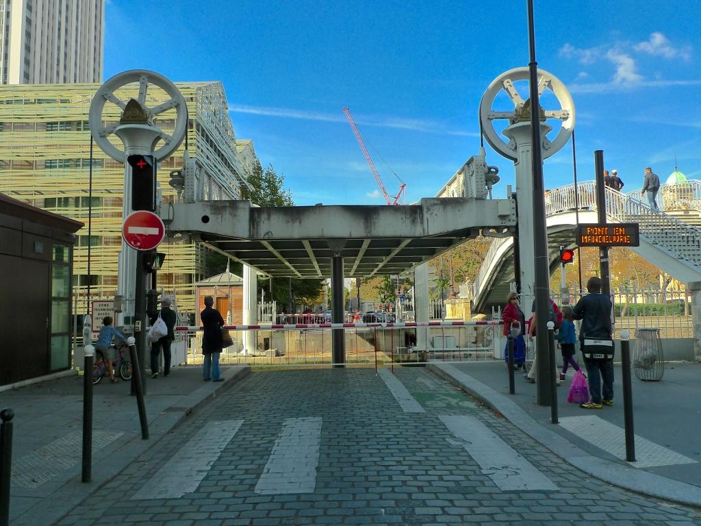 Pont Levant de la Rue de Crimée