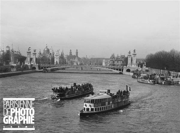 Exposition universelle de 1900, Paris. La Seine et le pont Alexandre III.
