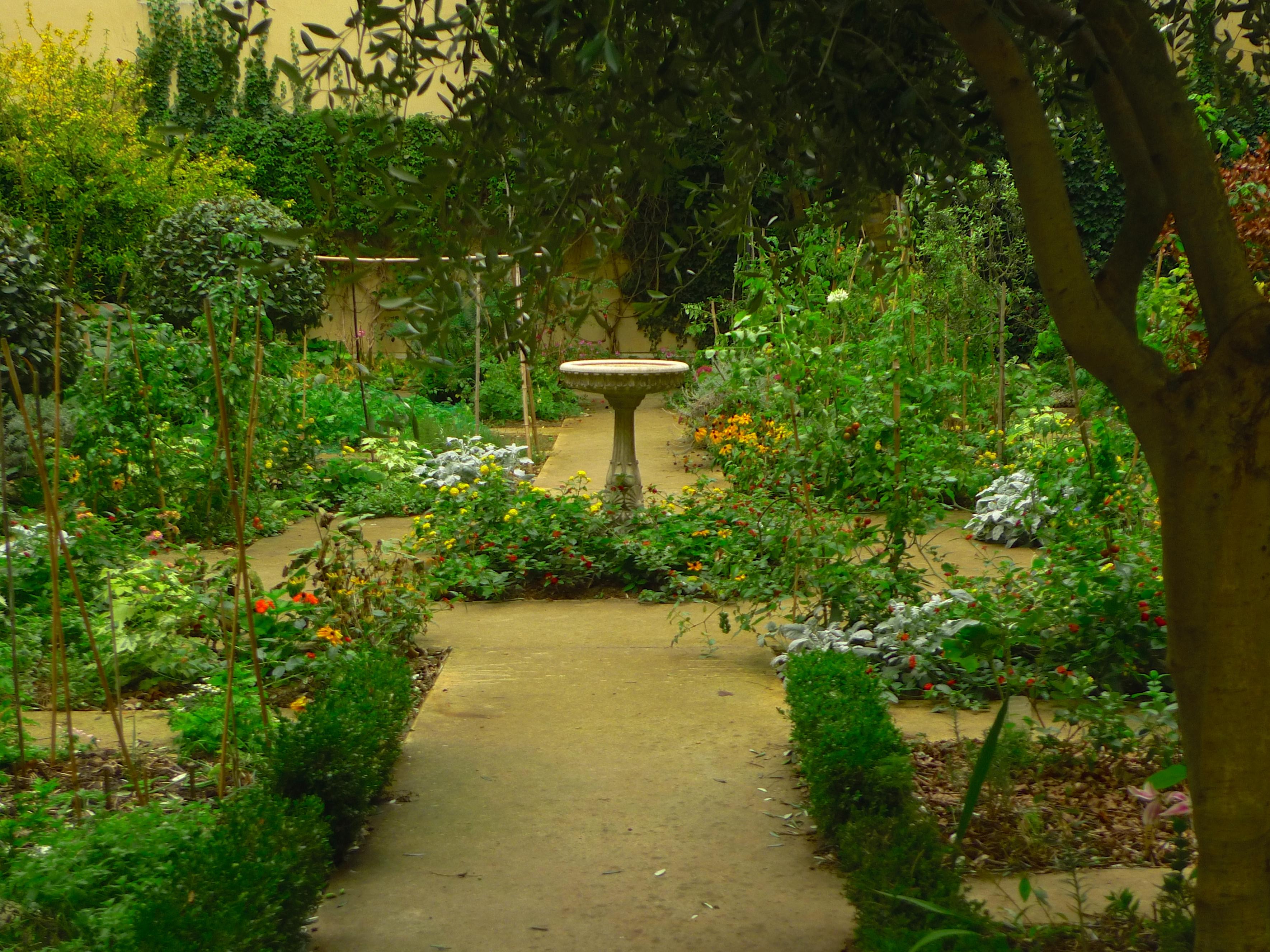 Jardin partag du clos des blancs manteaux for Jardin clos