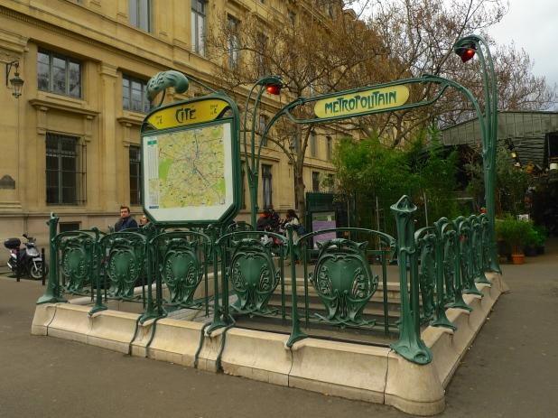 Cité Métro Station